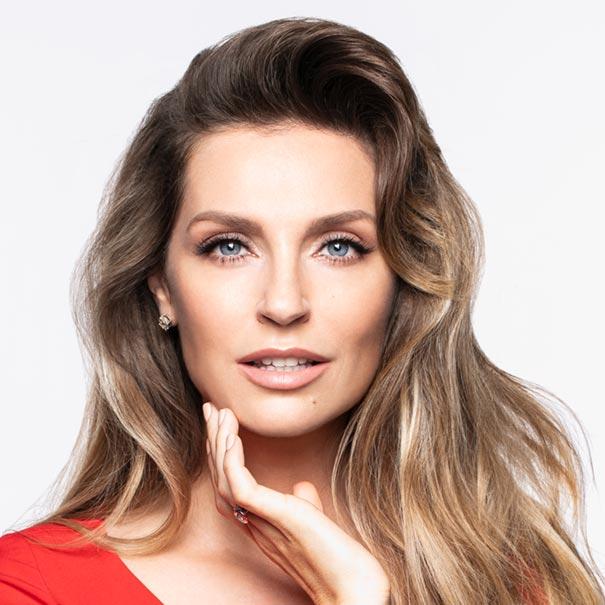 Певица Саша Савельева стала амбассадором бренда косметики AEVIT by LIBREDERM.